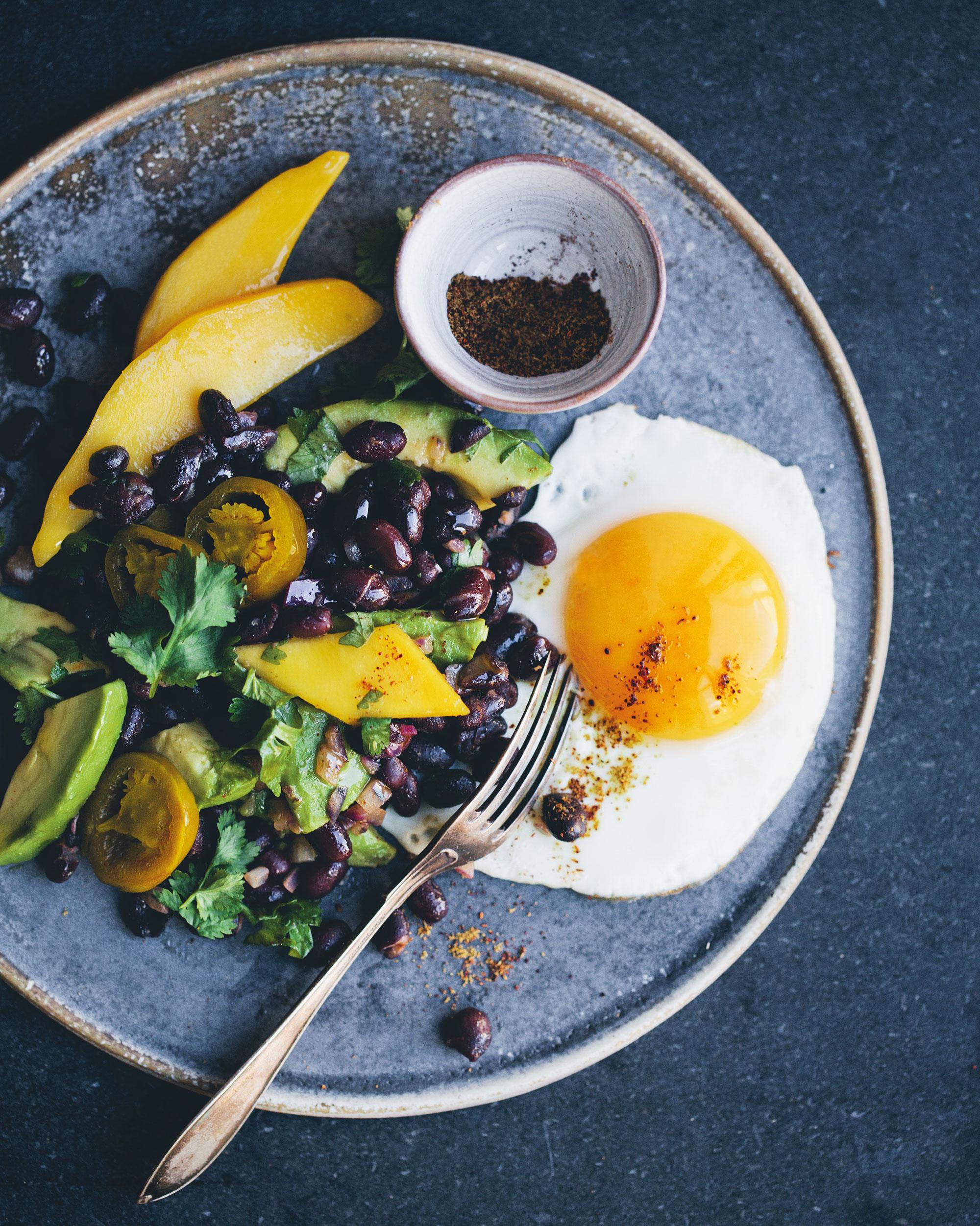 Moderne und inspirierende vegetarische vegane und überwiegend glutenfreie rezepte ergänzt durch wunderschöne reisefotos und persönliche anekdoten